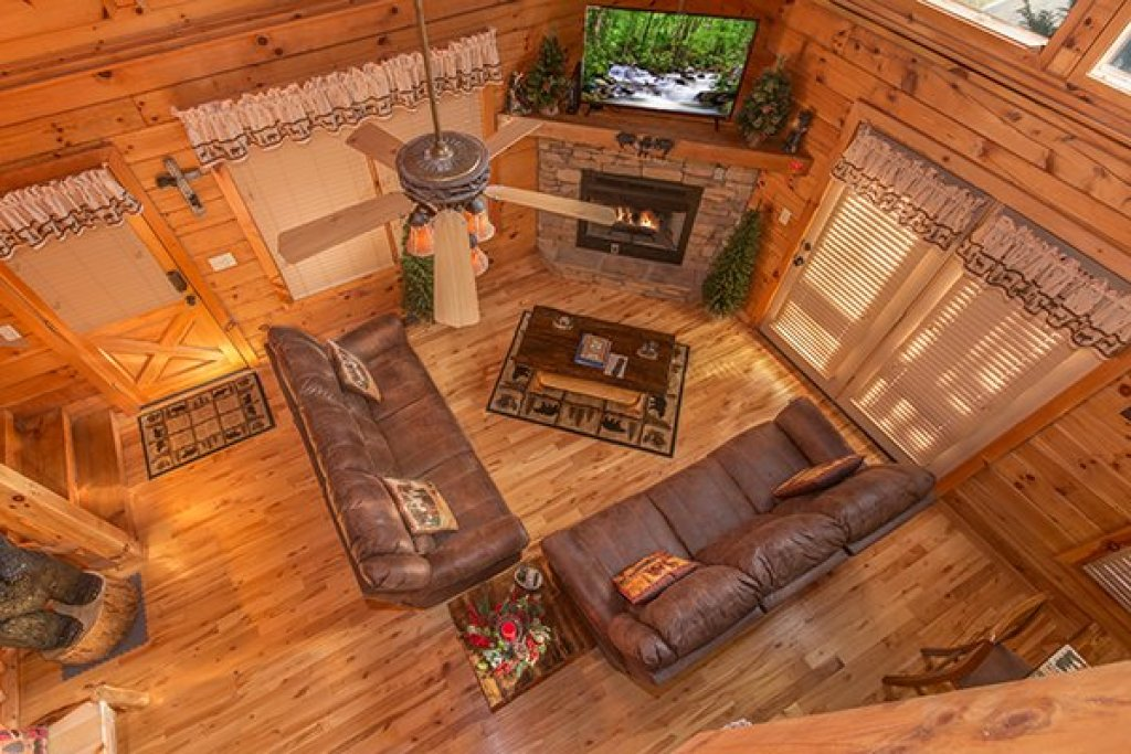 Photo of a Pigeon Forge Cabin named Mountain Harvest - This is the thirteenth photo in the set.