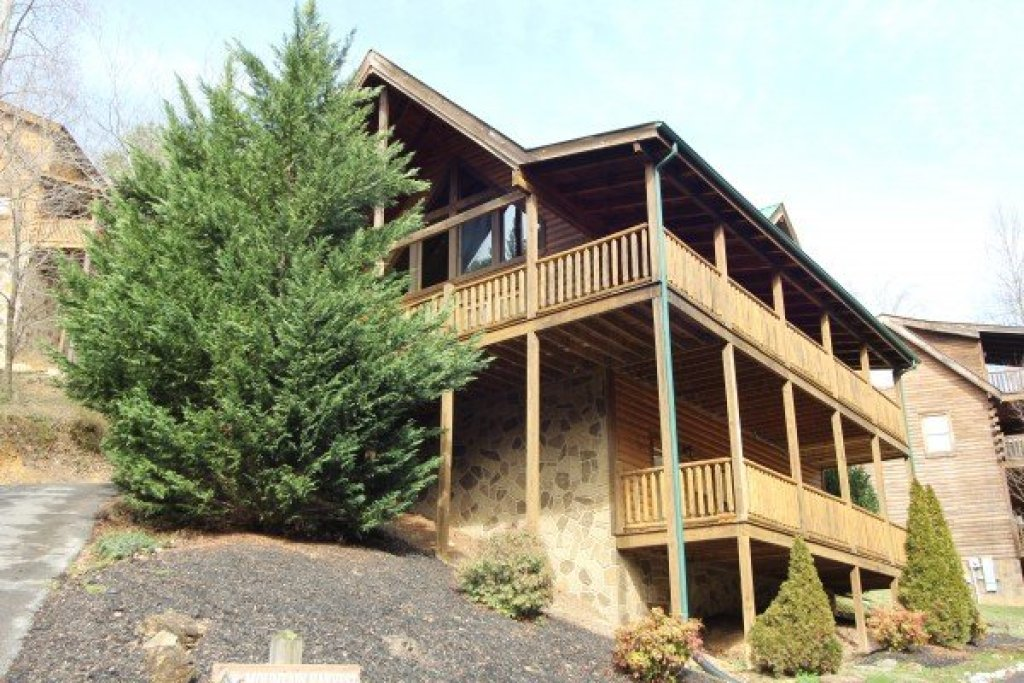 Photo of a Pigeon Forge Cabin named Mountain Harvest - This is the thirtieth photo in the set.