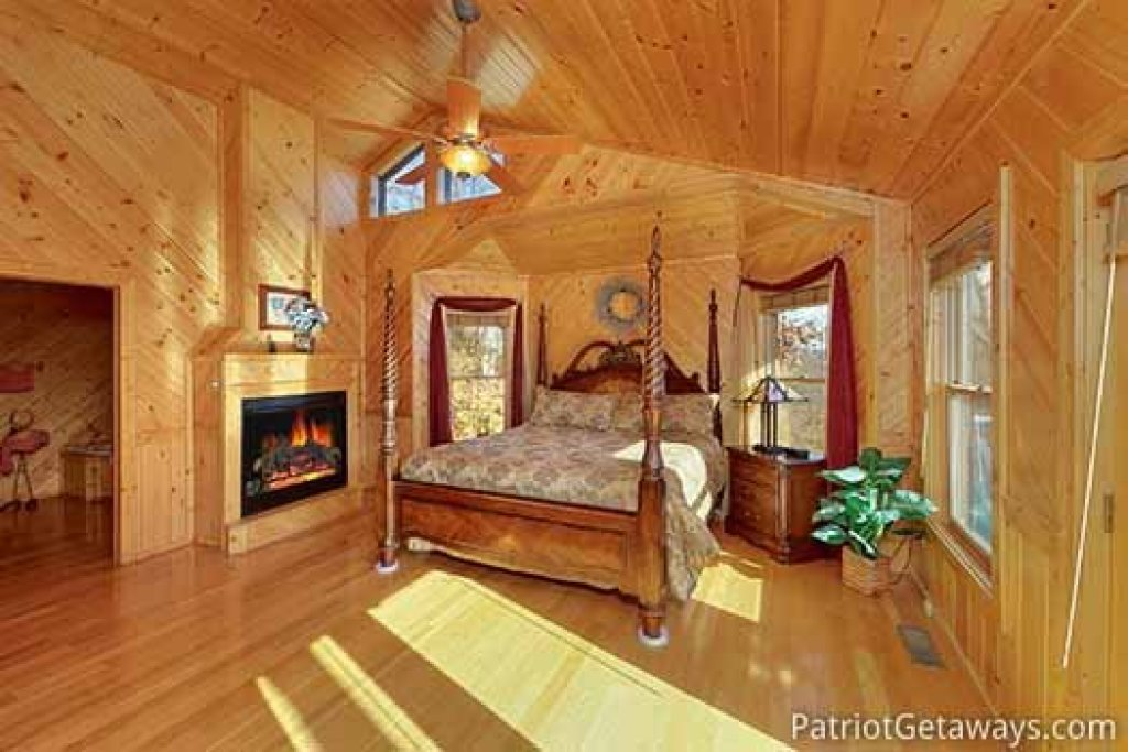 Photo of a Sevierville Cabin named About Time - This is the fourteenth photo in the set.
