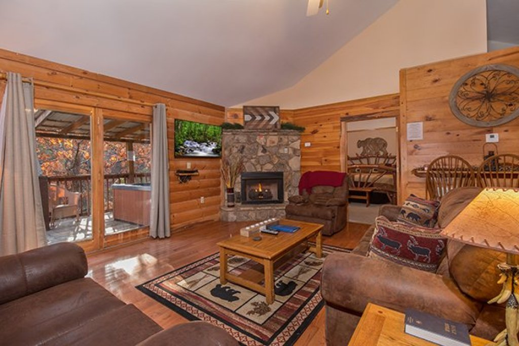 Photo of a Pigeon Forge Cabin named Just For Fun - This is the second photo in the set.