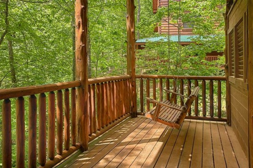 Photo of a Sevierville Cabin named Bearfoot Paradise - This is the fortieth photo in the set.