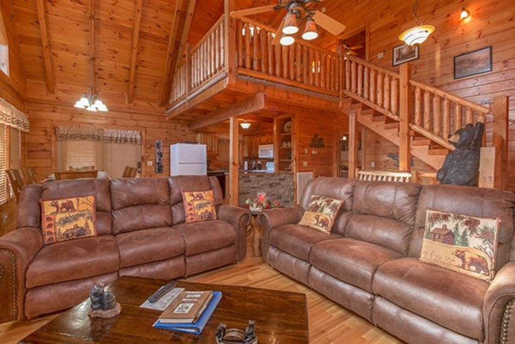 Photo of a Pigeon Forge Cabin named Mountain Harvest - This is the second photo in the set.