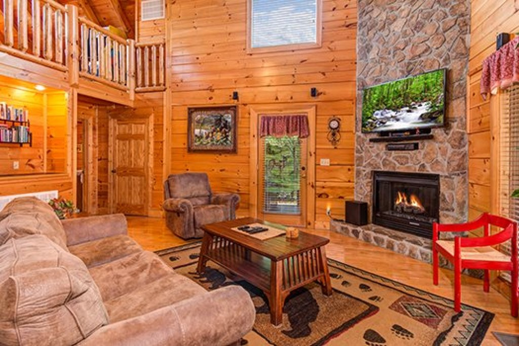 Photo of a Sevierville Cabin named Lazy Bear Lodge - This is the fifth photo in the set.