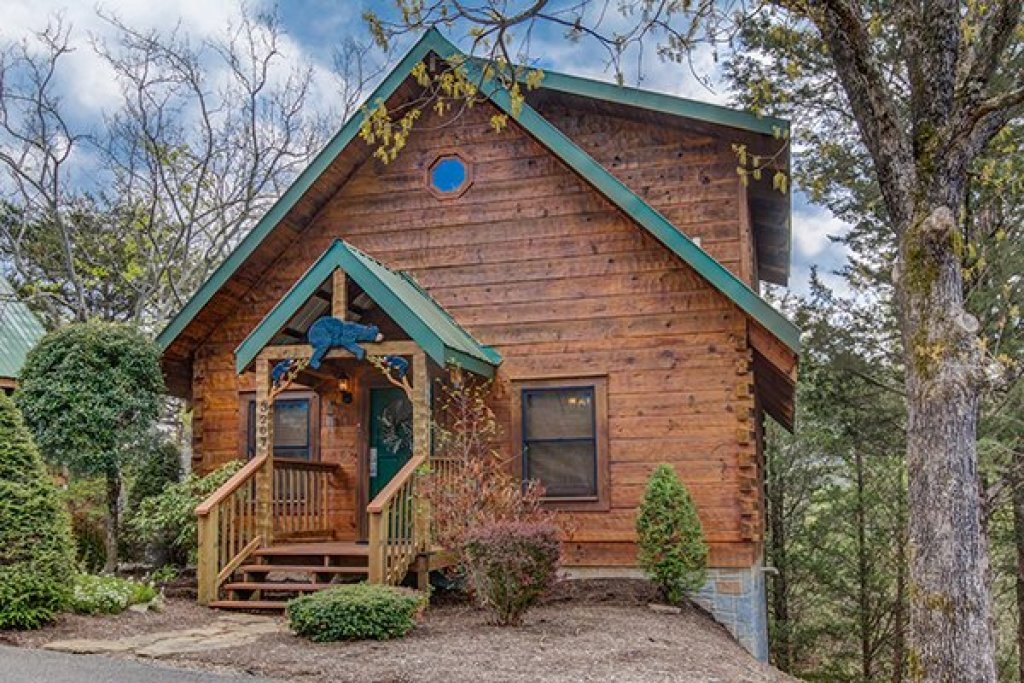 Photo of a Sevierville Cabin named Bear Cavern - This is the second photo in the set.