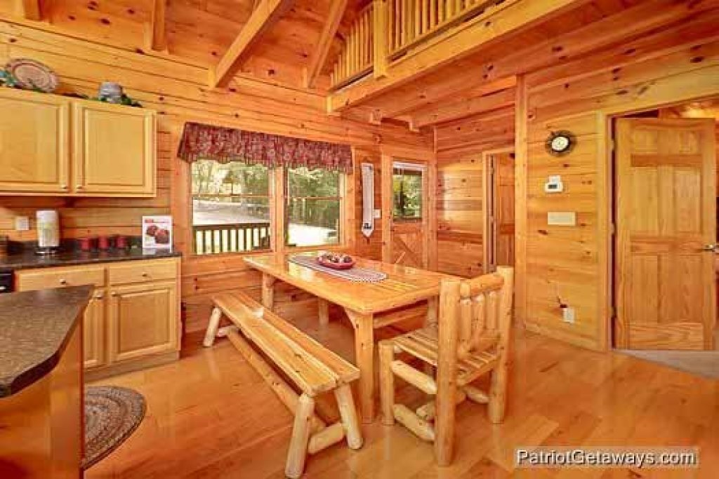 Photo of a Pigeon Forge Cabin named Alpine Tranquility - This is the sixth photo in the set.