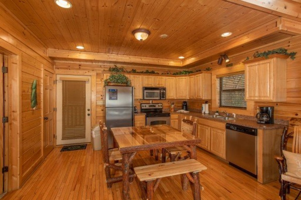 Photo of a Sevierville Cabin named Let The Good Times Roll - This is the seventh photo in the set.
