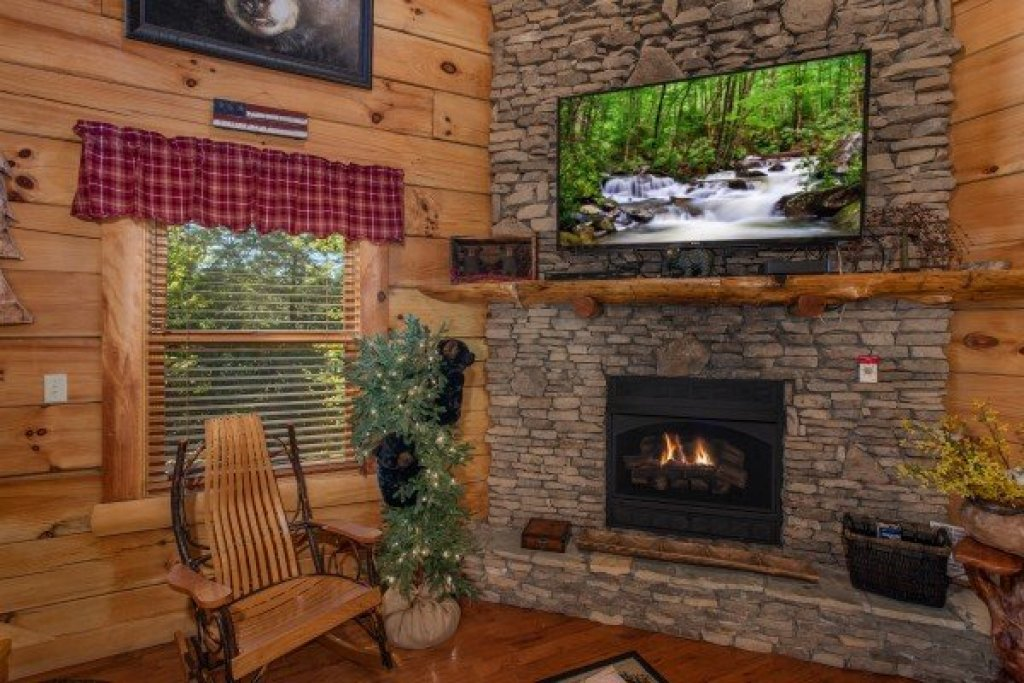 Photo of a Sevierville Cabin named Bearfoot Paradise - This is the sixth photo in the set.