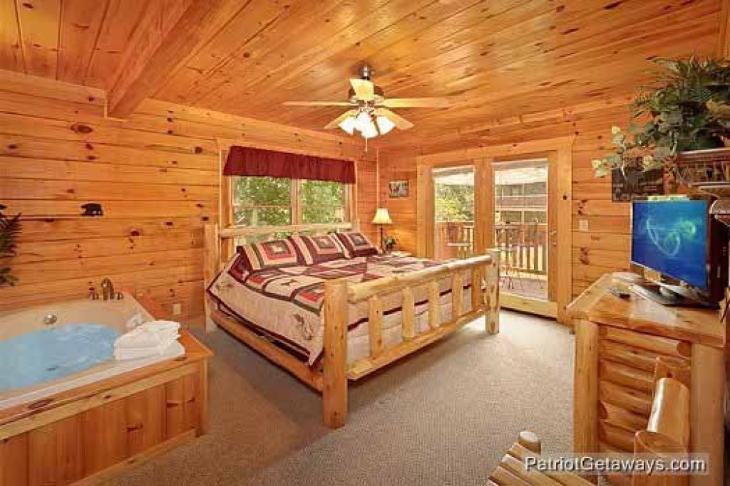 Photo of a Pigeon Forge Cabin named Alpine Tranquility - This is the seventh photo in the set.
