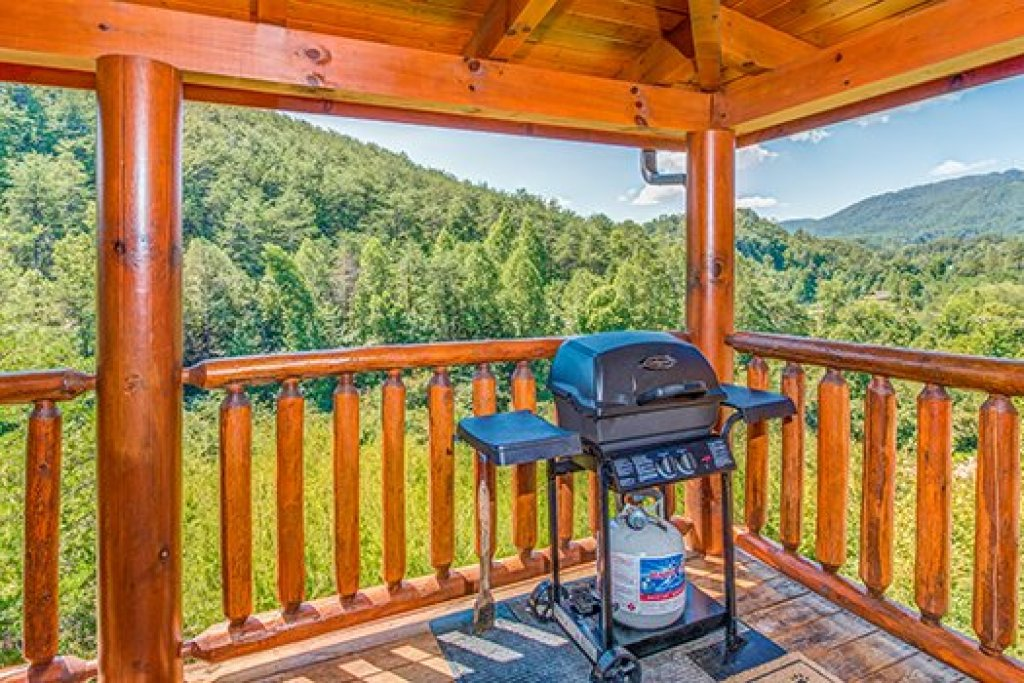 Photo of a Sevierville Cabin named Lazy Bear Lodge - This is the ninth photo in the set.