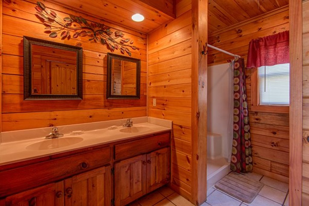 Photo of a Pigeon Forge Cabin named Alpine Sondance - This is the tenth photo in the set.