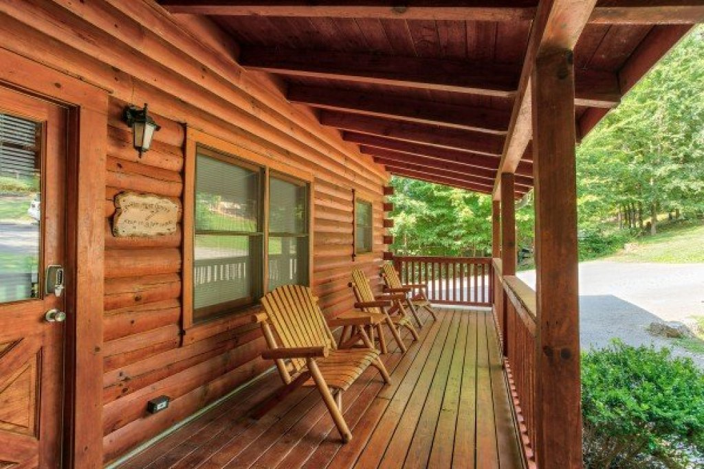 Photo of a Pigeon Forge Cabin named Alpine Tranquility - This is the eighteenth photo in the set.