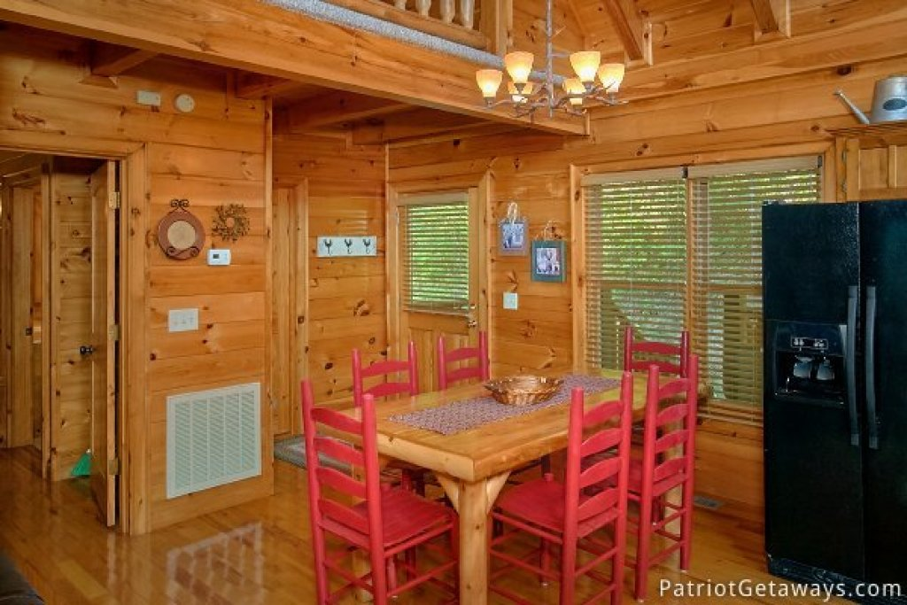 Photo of a Pigeon Forge Cabin named Alpine Sundance Trail - This is the sixth photo in the set.