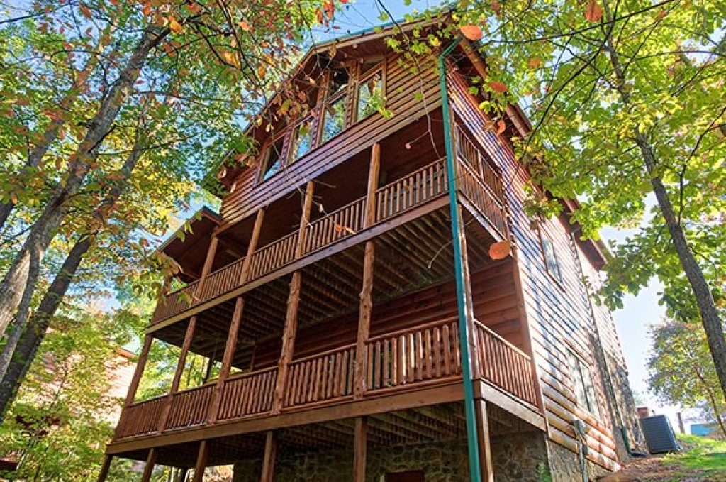 Photo of a Sevierville Cabin named Bearfoot Paradise - This is the second photo in the set.