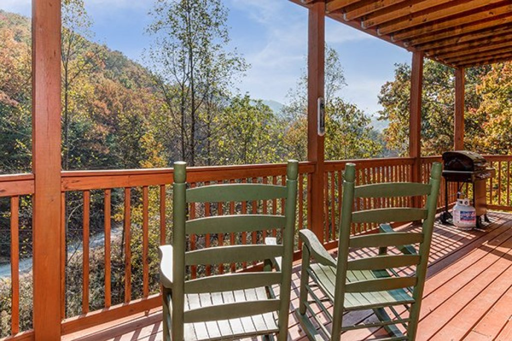 Photo of a Pigeon Forge Cabin named Rocky Top Lodge - This is the twenty-first photo in the set.