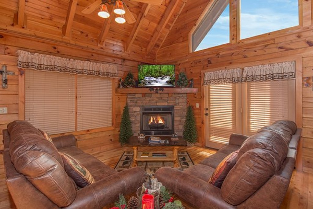 Photo of a Pigeon Forge Cabin named Mountain Harvest - This is the third photo in the set.