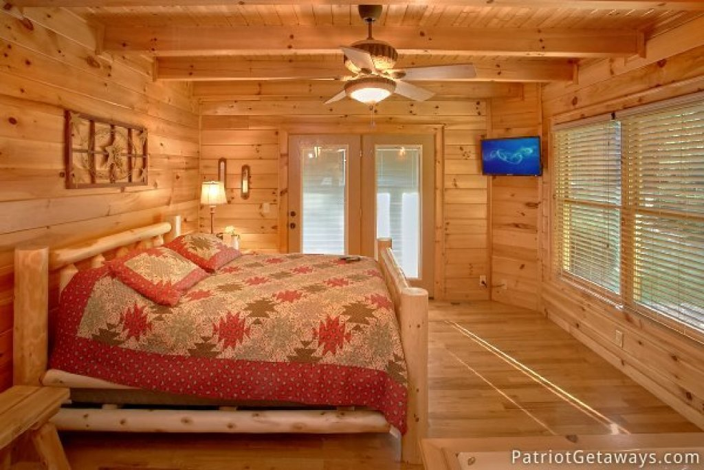 Photo of a Pigeon Forge Cabin named Alpine Sundance Trail - This is the sixteenth photo in the set.