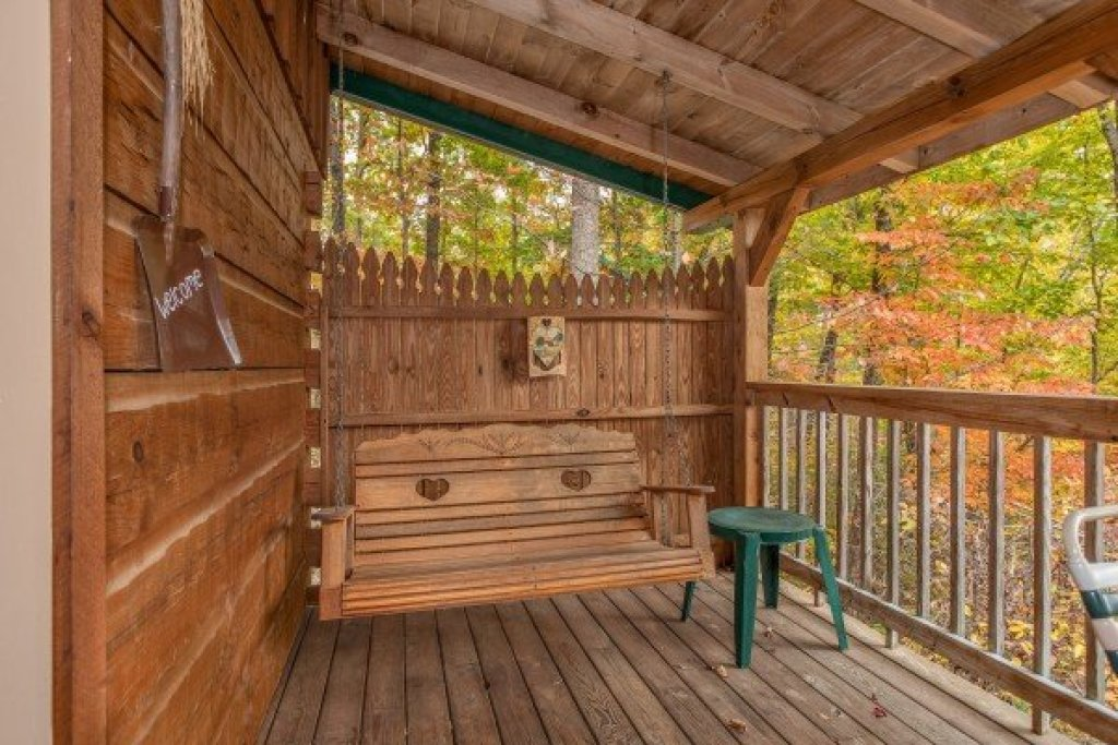 Photo of a Sevierville Cabin named Love Me Tender - This is the fourteenth photo in the set.