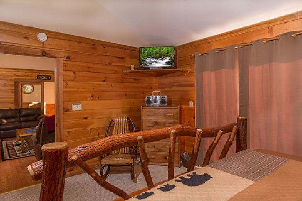 Photo of a Pigeon Forge Cabin named Just For Fun - This is the eleventh photo in the set.