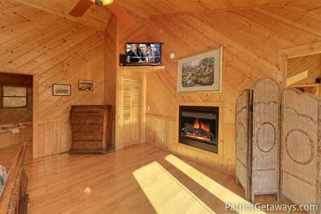 Photo of a Sevierville Cabin named About Time - This is the nineteenth photo in the set.