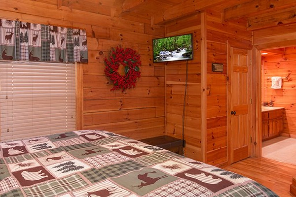 Photo of a Pigeon Forge Cabin named Mountain Harvest - This is the seventh photo in the set.