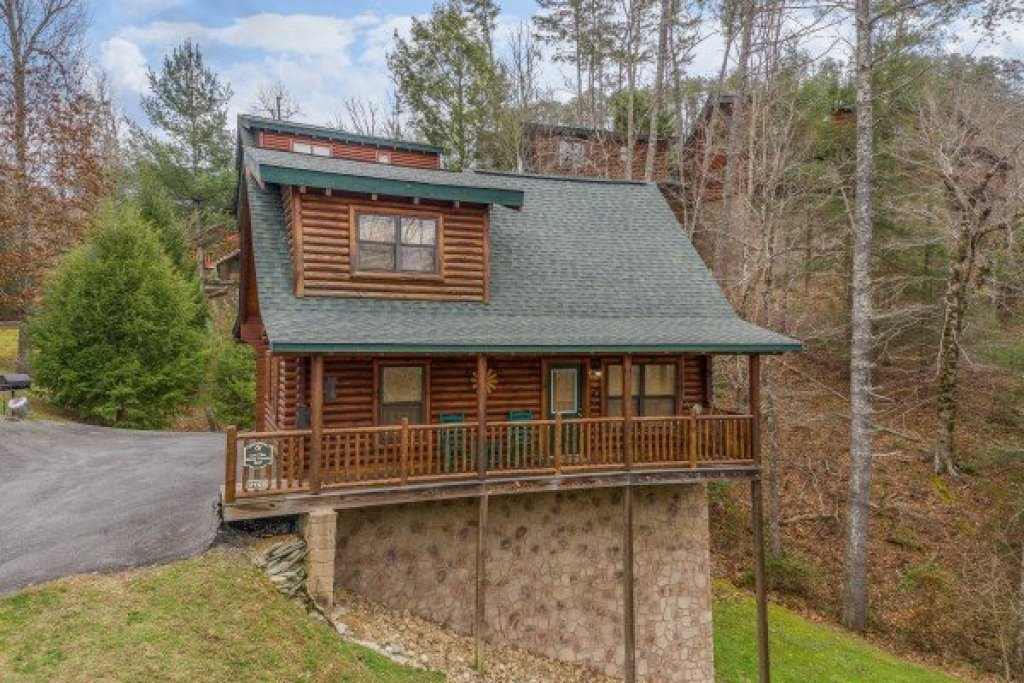Photo of a Sevierville Cabin named Let The Good Times Roll - This is the first photo in the set.