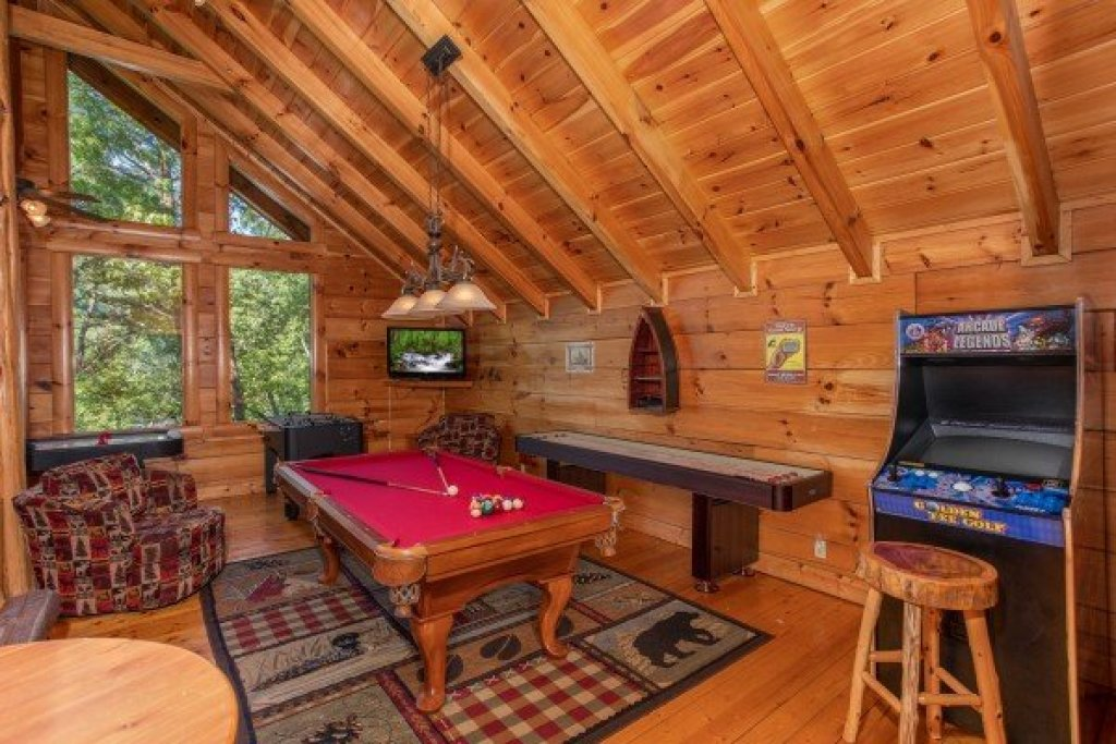 Photo of a Sevierville Cabin named Bearfoot Paradise - This is the twenty-second photo in the set.