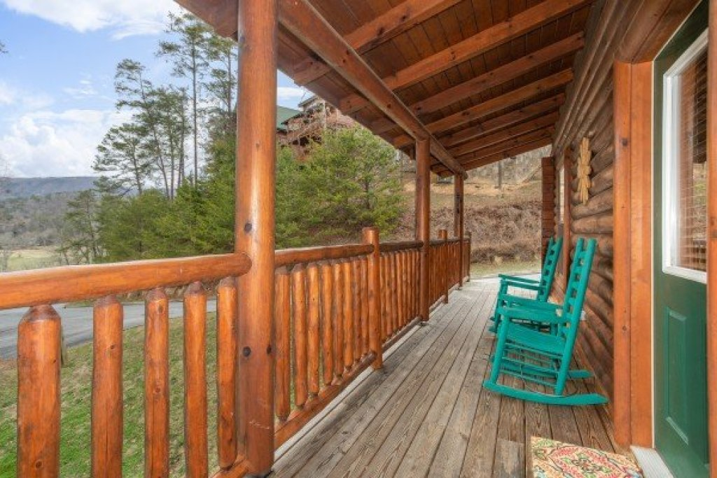 Photo of a Sevierville Cabin named Let The Good Times Roll - This is the second photo in the set.