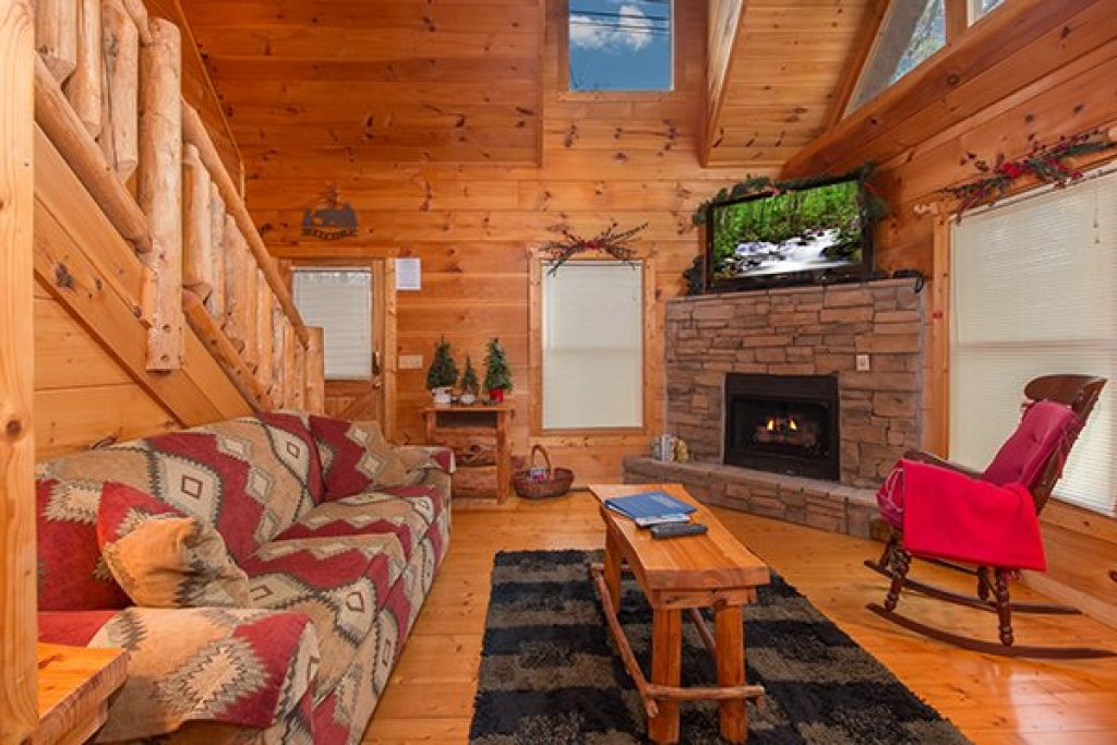 Photo of a Gatlinburg Cabin named Ivy Lodge - This is the fourth photo in the set.