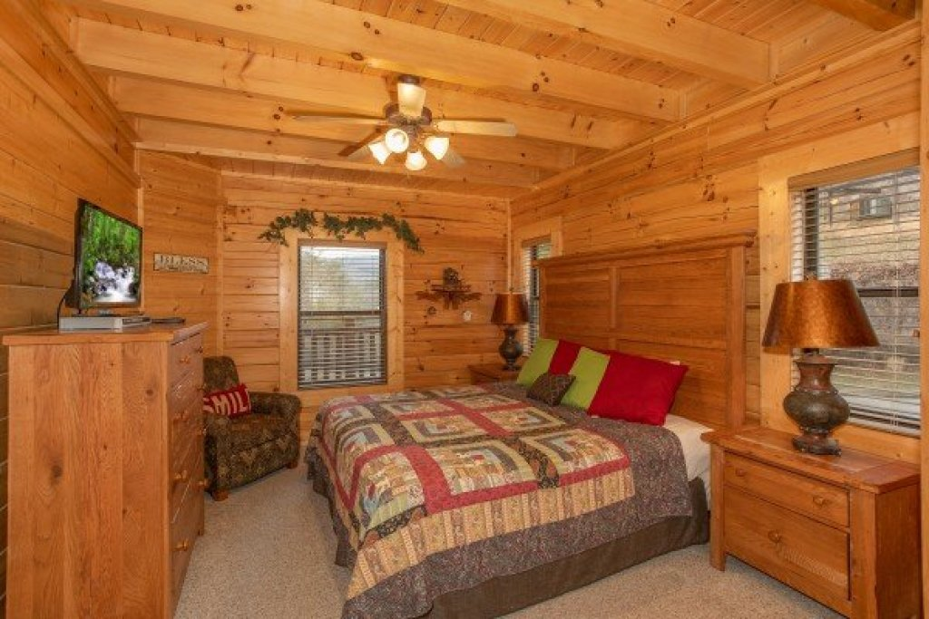 Photo of a Sevierville Cabin named Let The Good Times Roll - This is the eighth photo in the set.