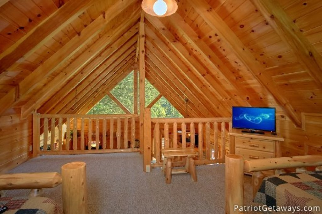 Photo of a Pigeon Forge Cabin named Alpine Sundance Trail - This is the nineteenth photo in the set.