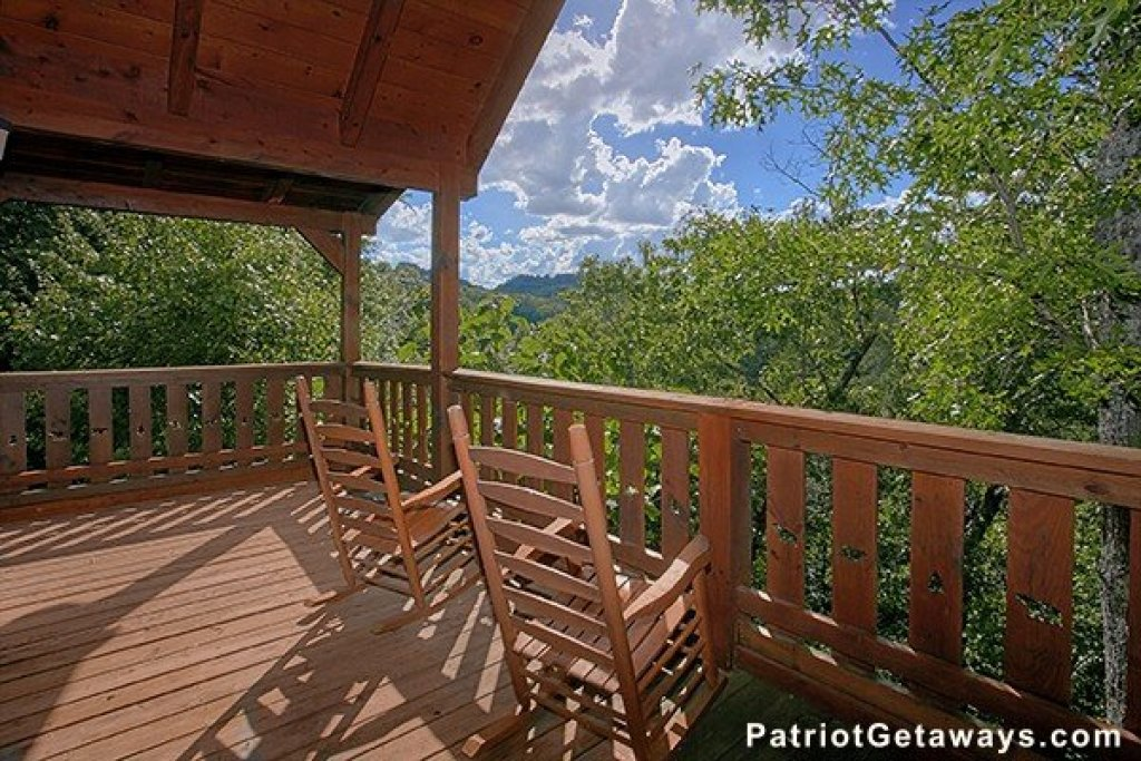 Photo of a Sevierville Cabin named Dancin Bear Hideaway - This is the third photo in the set.