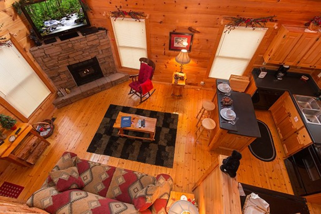 Photo of a Gatlinburg Cabin named Ivy Lodge - This is the fifteenth photo in the set.