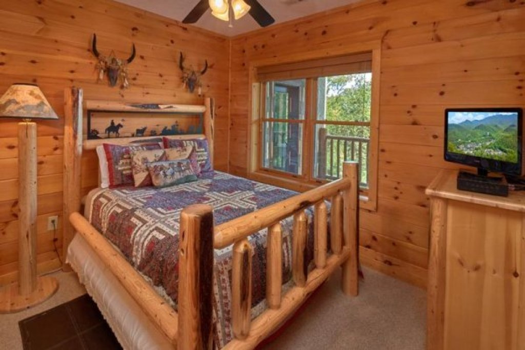 Photo of a Sevierville Cabin named Wagon Wheel Cabin - This is the tenth photo in the set.