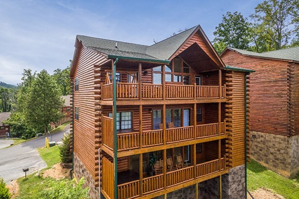 Photo of a Pigeon Forge Cabin named Shangri-lodge - This is the first photo in the set.