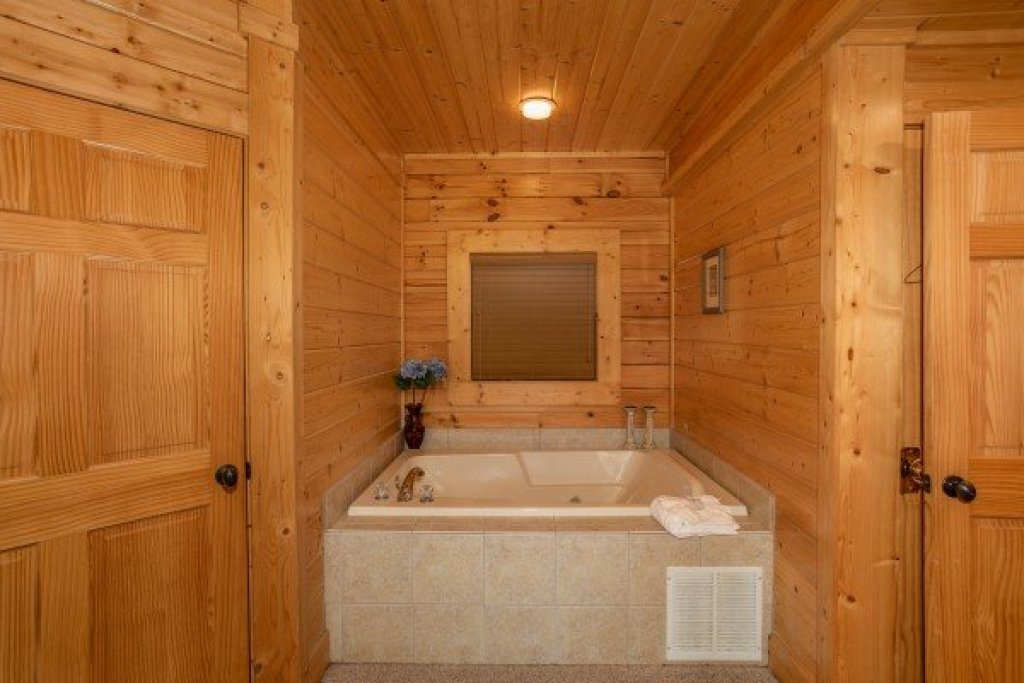 Photo of a Sevierville Cabin named Let The Good Times Roll - This is the ninth photo in the set.