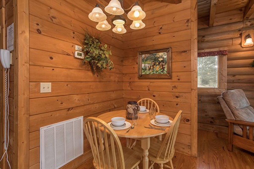 Photo of a Pigeon Forge Cabin named Hanky Panky - This is the fifth photo in the set.