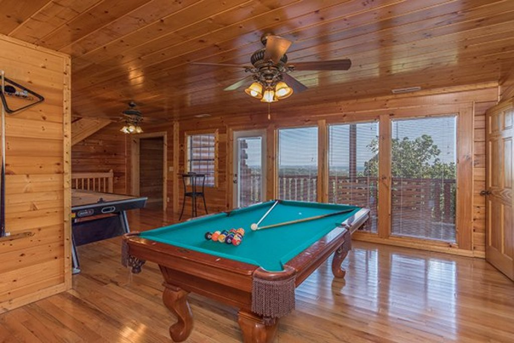 Photo of a Pigeon Forge Cabin named Shangri-lodge - This is the sixteenth photo in the set.