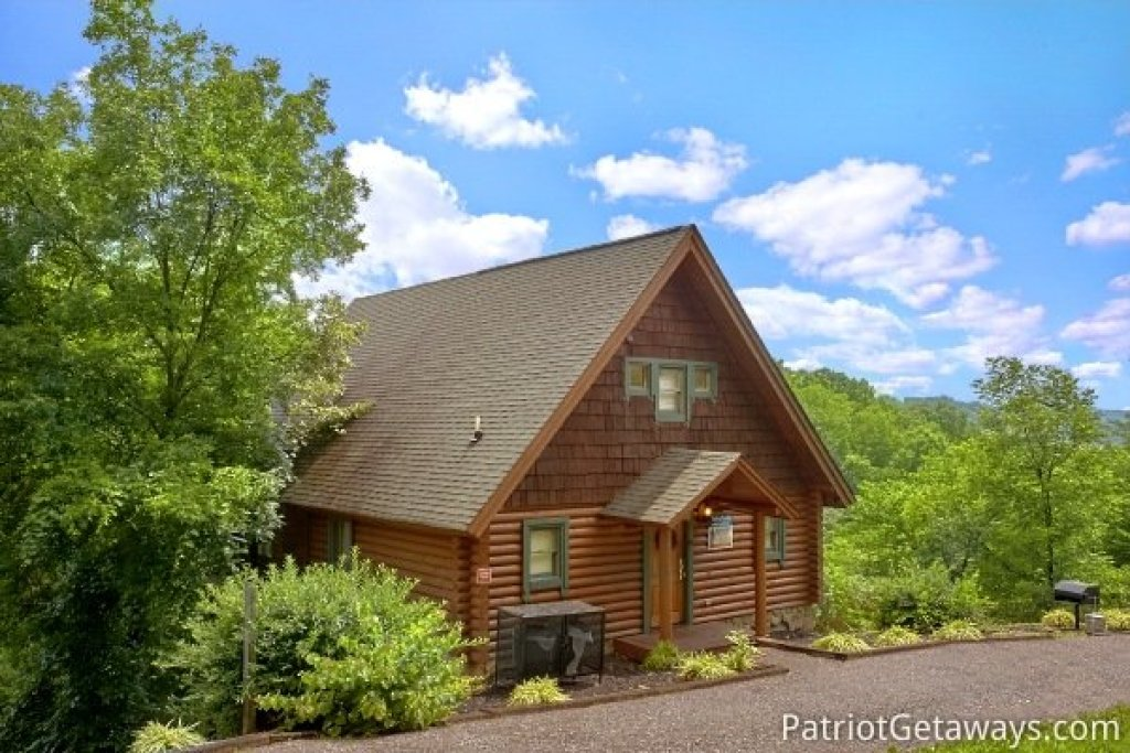 Photo of a Pigeon Forge Cabin named Hanky Panky - This is the nineteenth photo in the set.