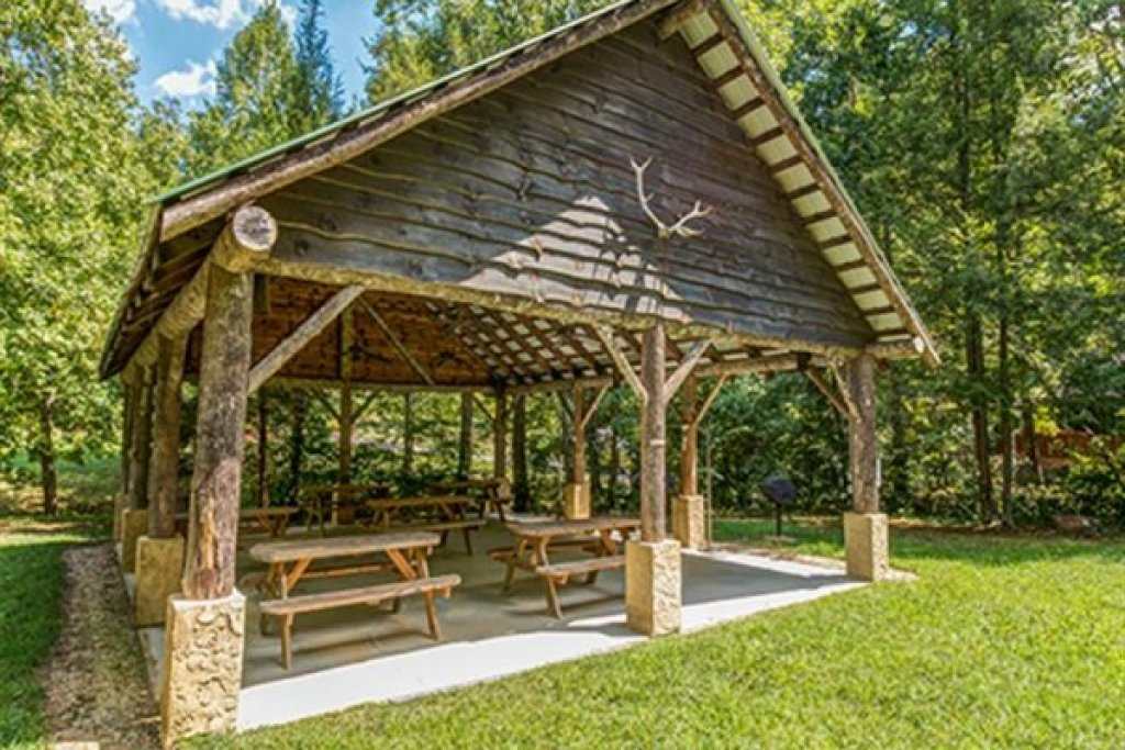 Photo of a Sevierville Cabin named Wagon Wheel Cabin - This is the twenty-third photo in the set.