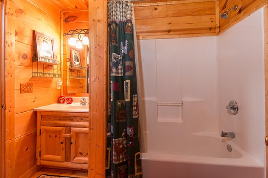 Photo of a Gatlinburg Cabin named Ivy Lodge - This is the thirteenth photo in the set.