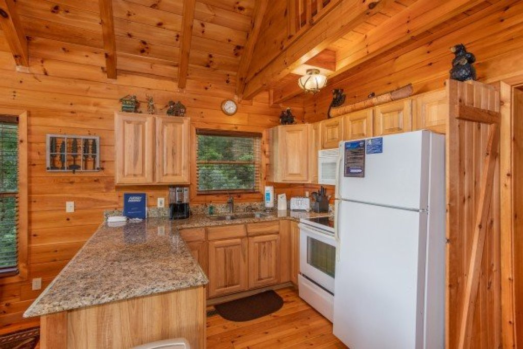 Photo of a Sevierville Cabin named Dancin Bear Hideaway - This is the eighth photo in the set.
