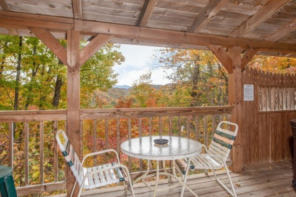Photo of a Sevierville Cabin named Love Me Tender - This is the tenth photo in the set.