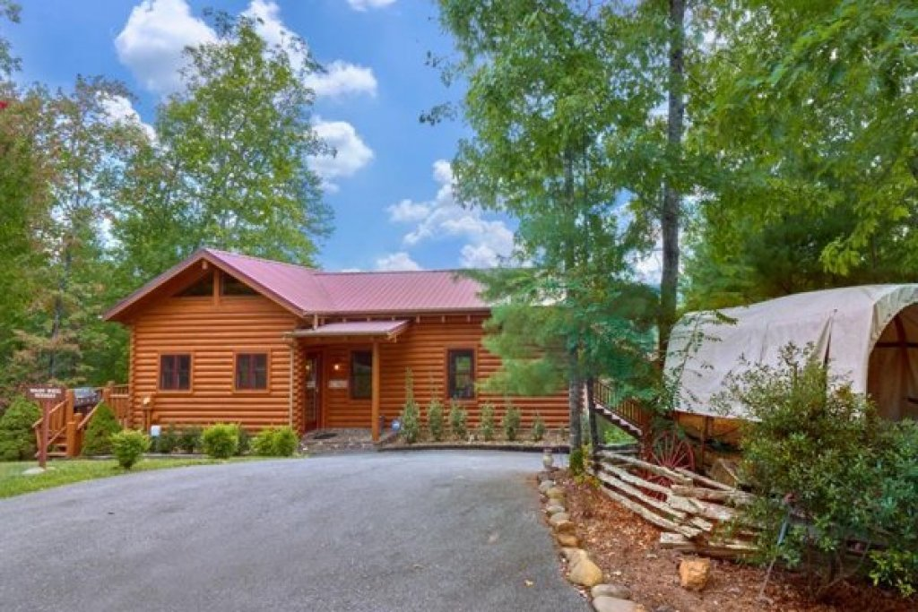 Photo of a Sevierville Cabin named Wagon Wheel Cabin - This is the seventeenth photo in the set.