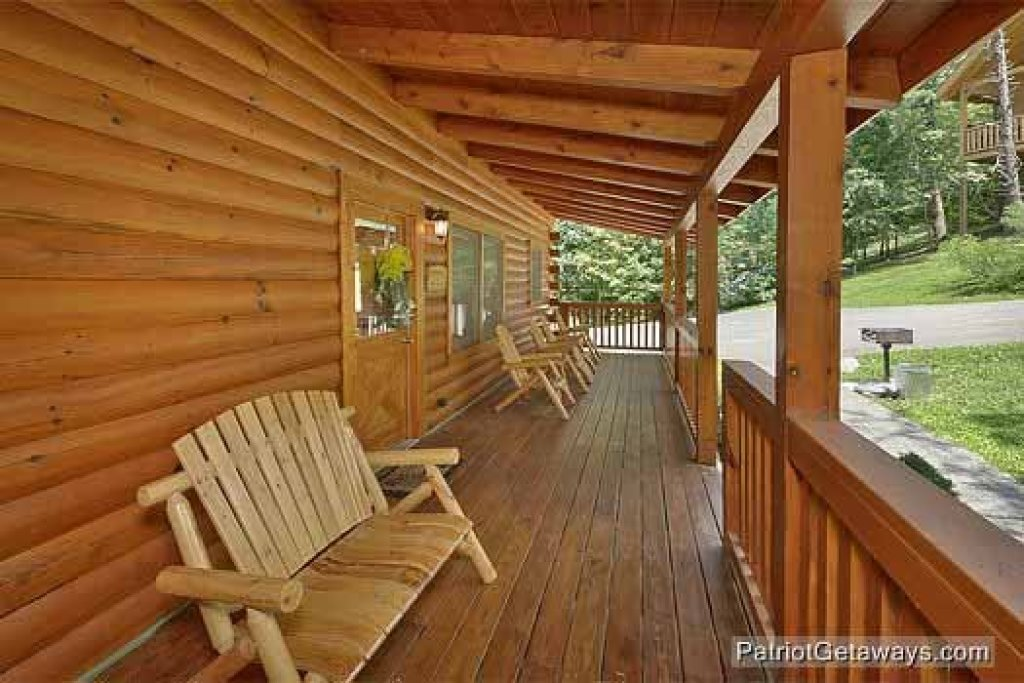 Photo of a Pigeon Forge Cabin named Alpine Tranquility - This is the seventeenth photo in the set.