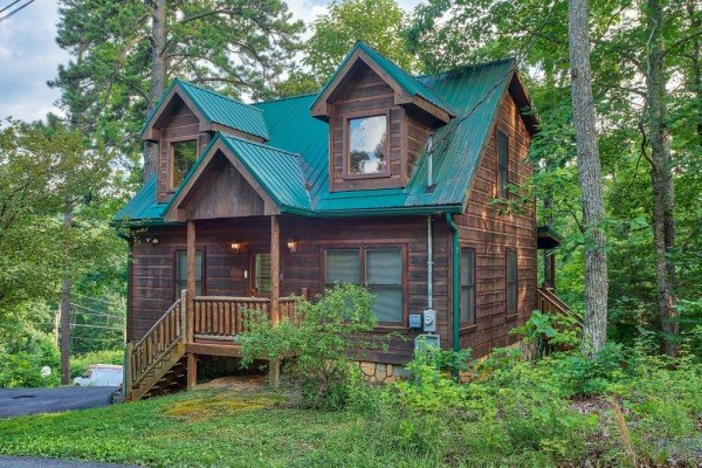 Photo of a Gatlinburg Cabin named Ivy Lodge - This is the first photo in the set.