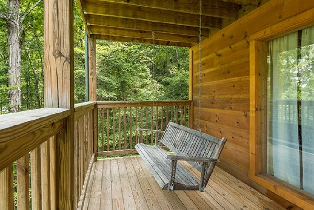 Photo of a Pigeon Forge Cabin named Whispering Oak - This is the twenty-fifth photo in the set.