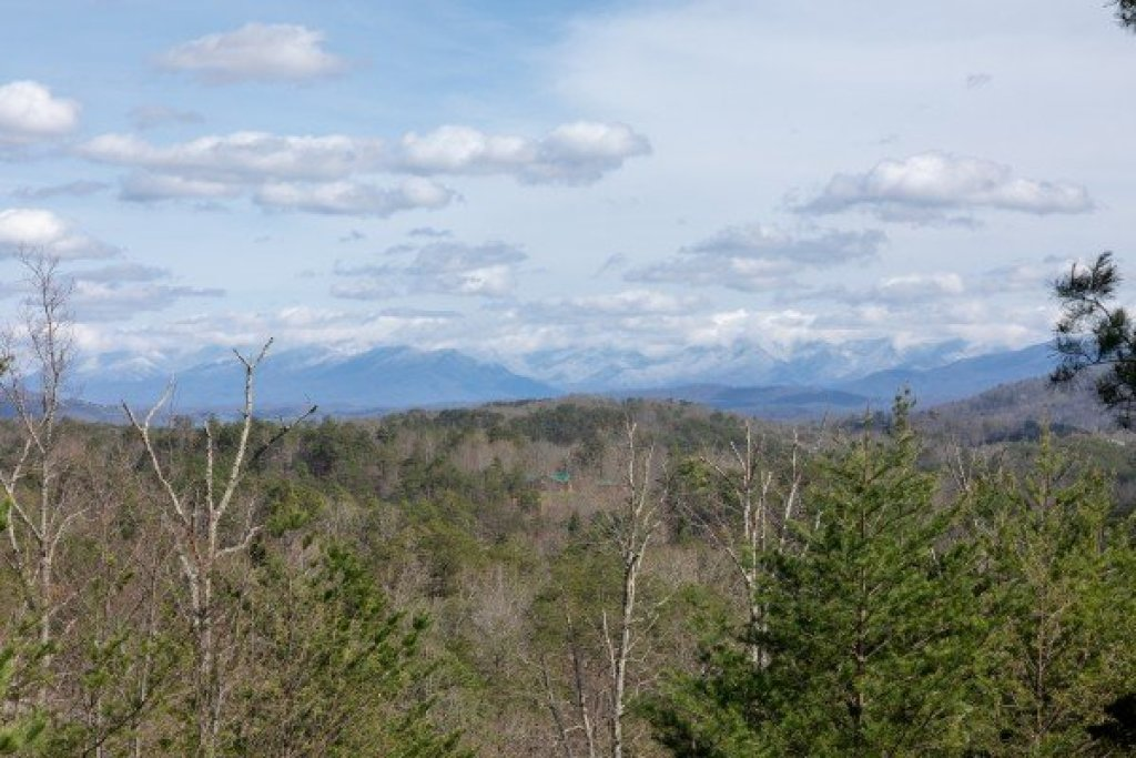 Photo of a Sevierville Cabin named Blue Mountain Views - This is the eighth photo in the set.