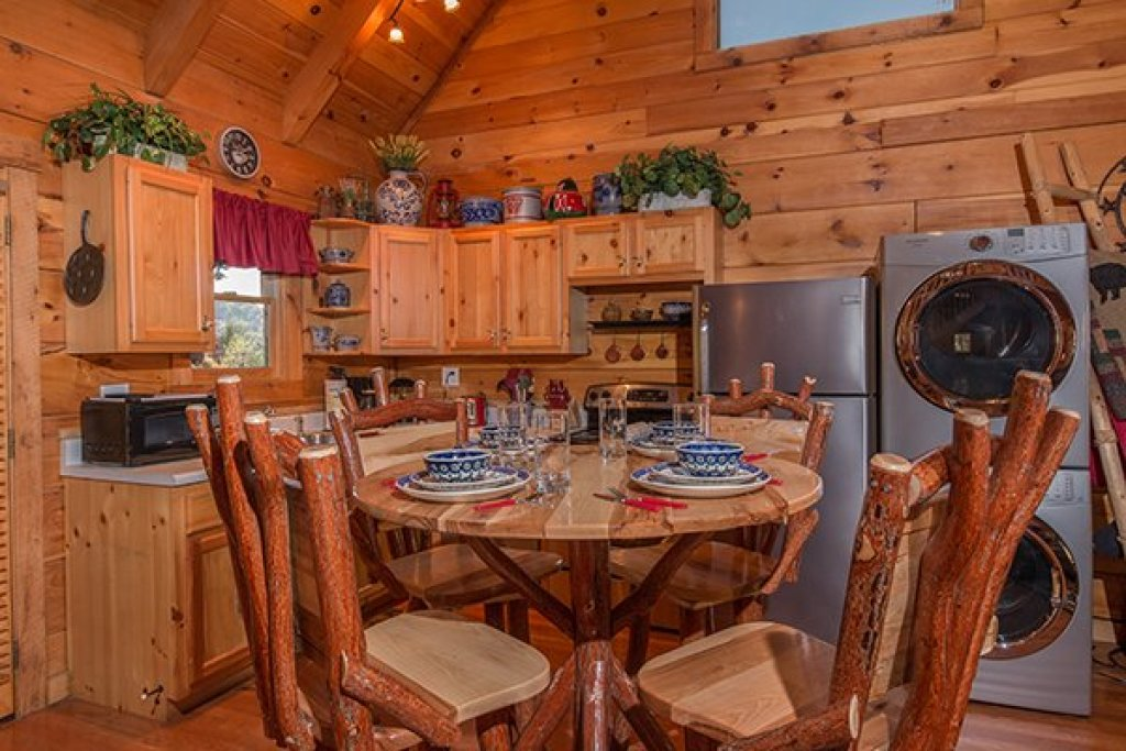 Photo of a Sevierville Cabin named Bear Hug Hideaway - This is the sixth photo in the set.