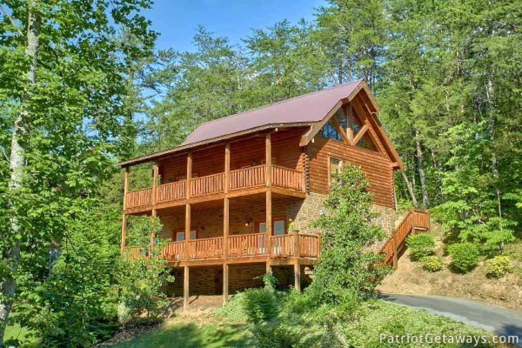 Photo of a Pigeon Forge Cabin named Alpine Sundance Trail - This is the first photo in the set.