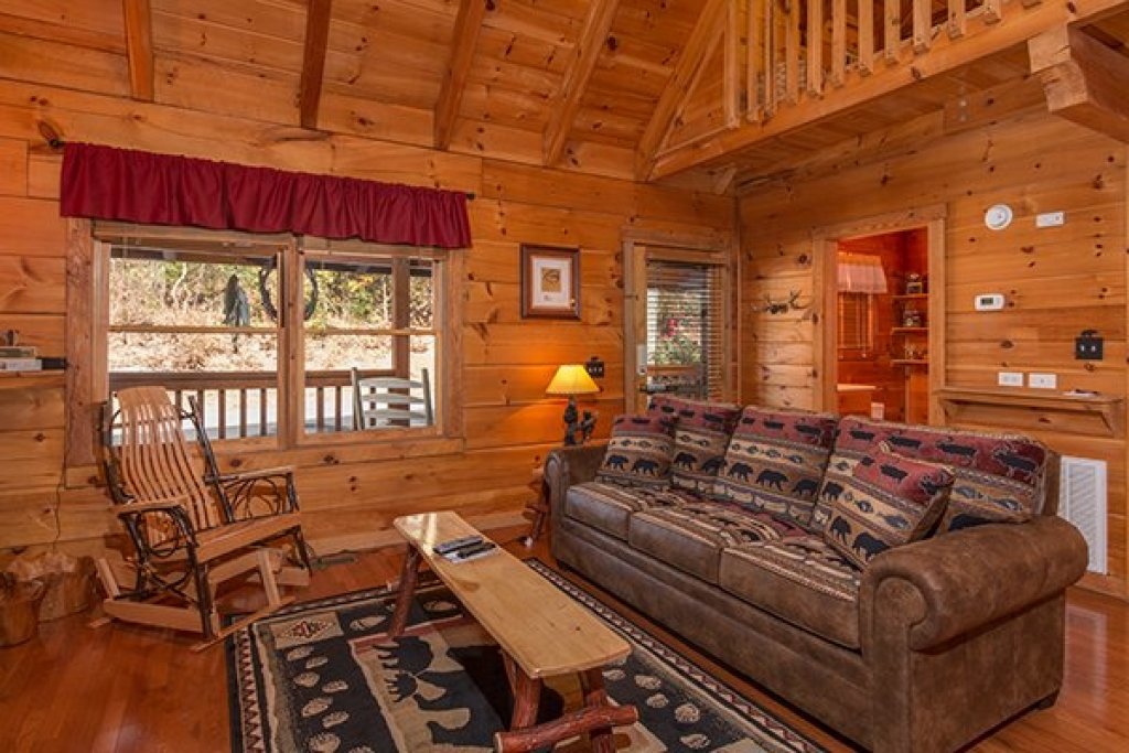 Photo of a Sevierville Cabin named Bear Hug Hideaway - This is the fifth photo in the set.